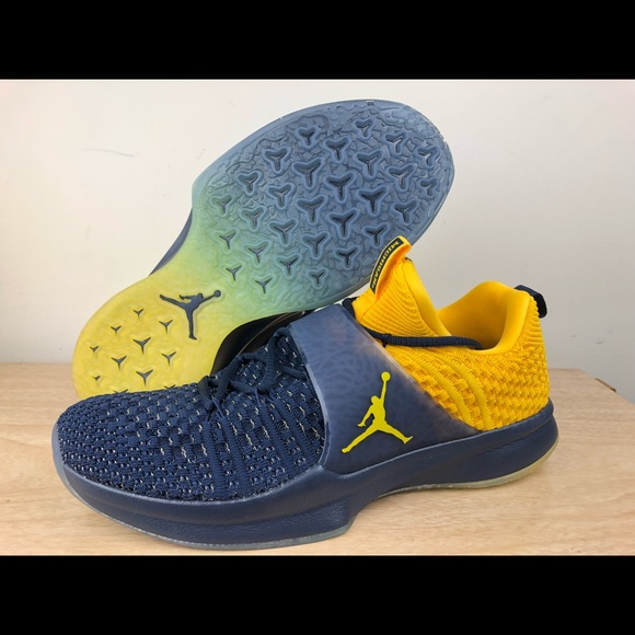 new product 32a4e b630a Air Jordan Trainer 2 Flyknit Michigan Wolverine NWT